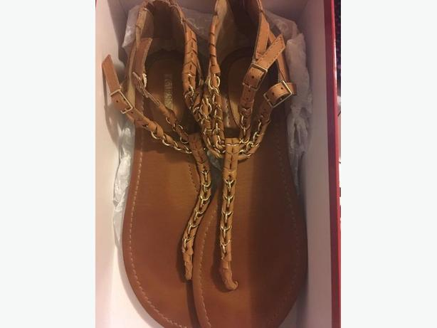Size 10 NEW FLAT/SHOES  $40 PER ITEMS  NOT WIDE