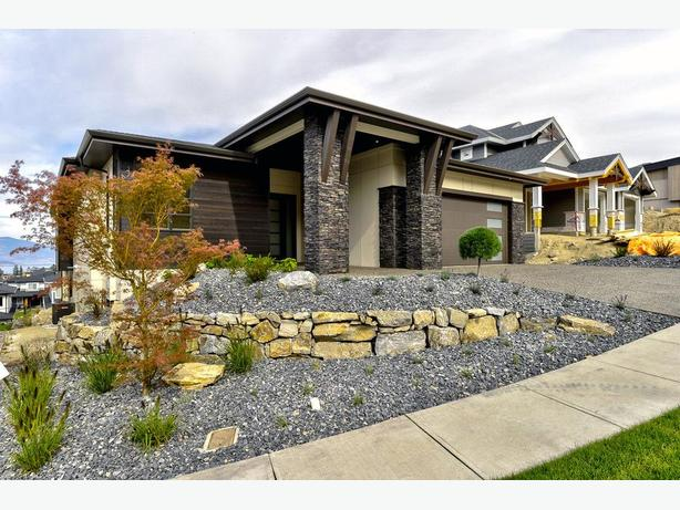 Kettle Valley NEW 6 Bdr Lake View Home Room For POOL!