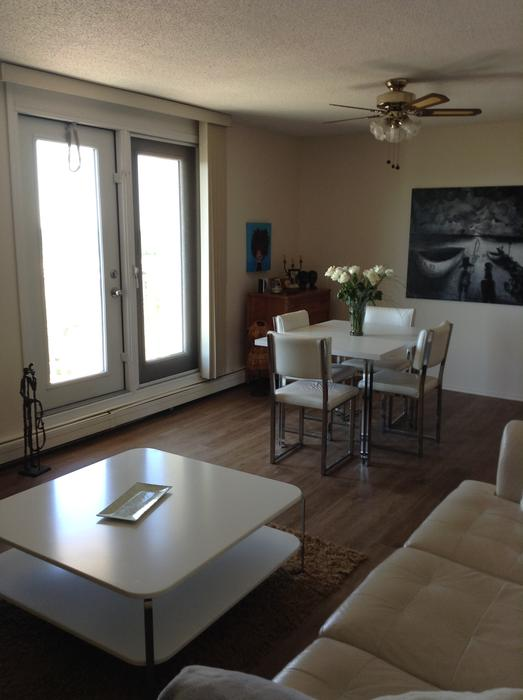 Spacious Two Bedroom Apartments Downtown Available