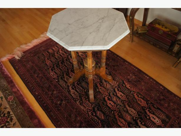 Marble table (Indonesian)