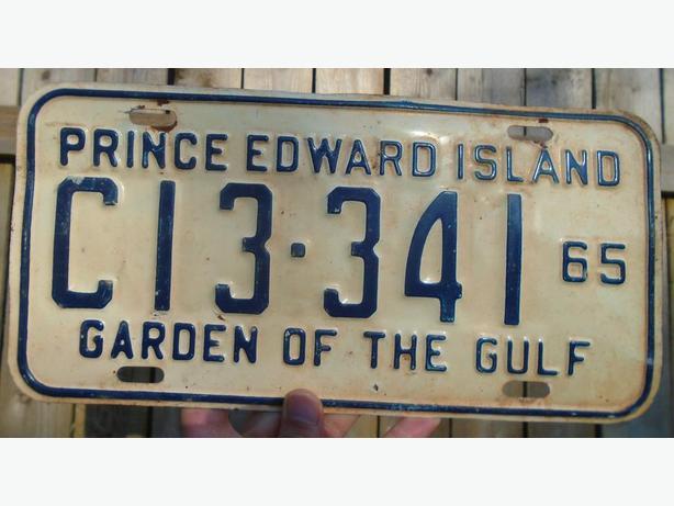 """VINTAGE LICENSE PLATE P.E.I. """"GARDEN OF THE GULF"""" CIRCA 1965"""