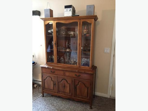 maching table and hutch with 6 chairs