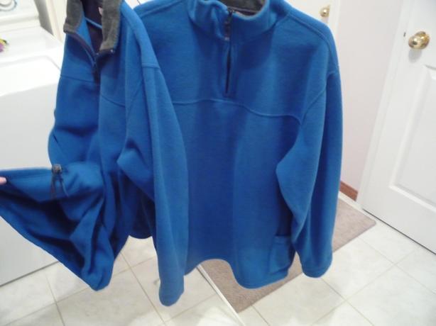 2 Matching Fleece Pullovers Size XL