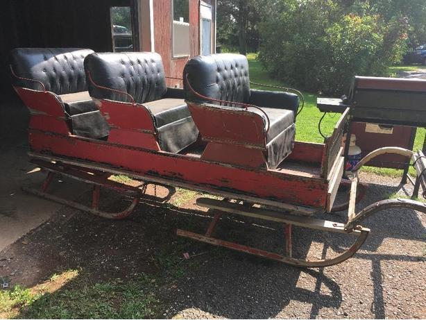 3 seater horse sleigh