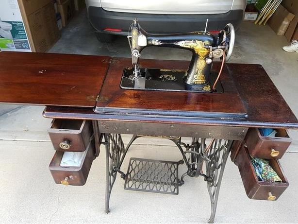 Singer Sewing Machine (Antique)