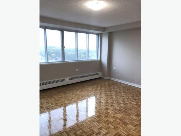 4.5 COTE SAINT LUC - 12TH FLOOR, BRIGHT AND HUGE!