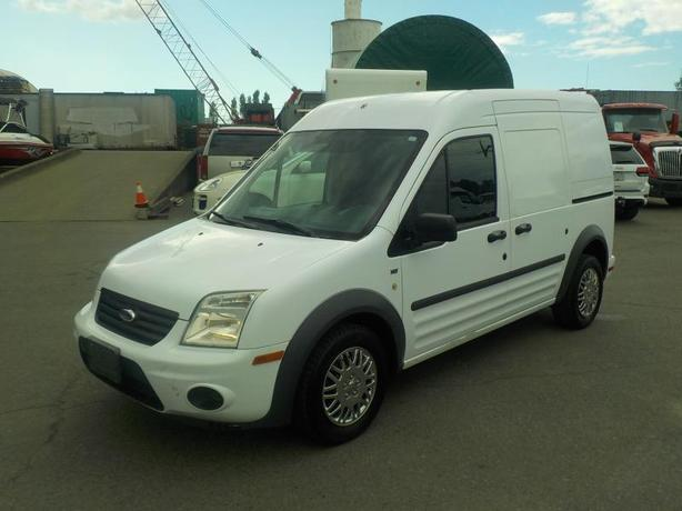 2010 Ford Transit Connect XLT Cargo Van with Bulkhead Divider