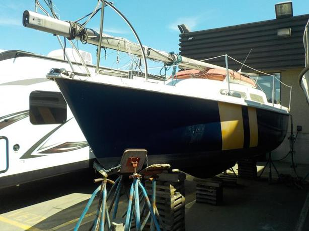 2000 Columbia Sailboat 23 Foot