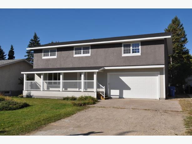 712 Oakdale Drive -Professionally Marketed by Judy Lindsay Team