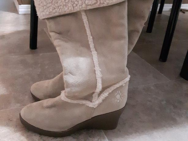 Dawgs size 10 Beige wedge boots