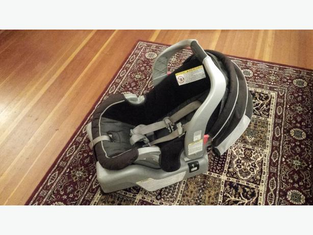 Graco Snugride 30 Baby Carseat