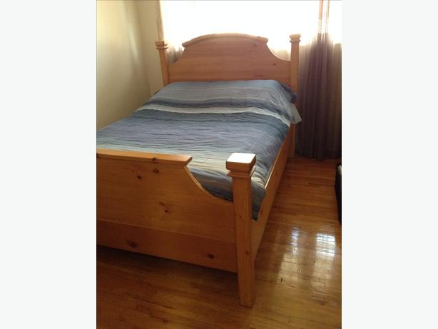 Wooden bed frame (doubles sized bed)