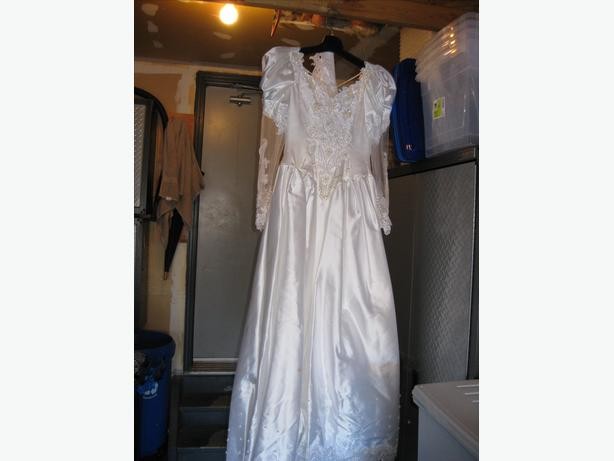 vintage wedding dress with 12 foot train unique lacing