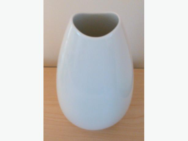 Elegant White Vase ( Thomas - Germany )