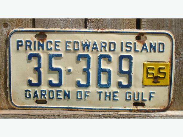"""VINTAGE LICENSE PLATE P.E.I. """"GARDEN OF THE GULF"""" CIRCA 1964/65"""
