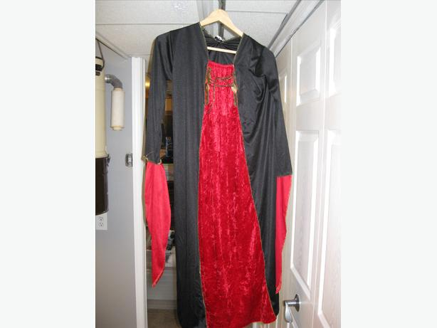 red/ black wizard/ sorcess outfit. large womens