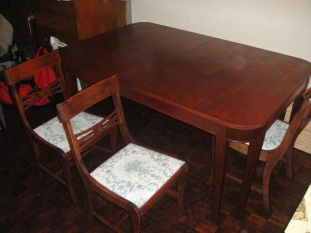 Duncan Phyfe Style Dining Table w/ 4 Chairs