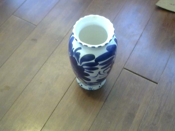 VINTAGE CHINA VASE OH SO GORGEOUS AND OH SO BLUE $20