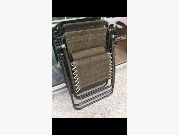 2 zero gravity chairs