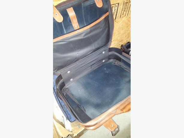 Small Leather Suitcase (vintage)