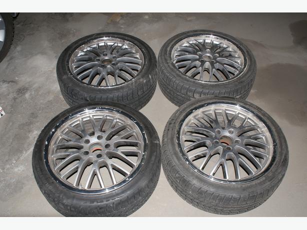 Selling set of 225/40R18 Roadstone winter tires in TSW wheels
