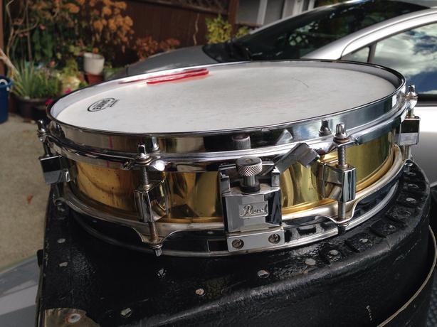 Pearl brass piccolo snare