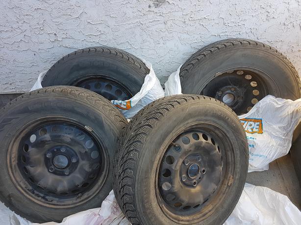 4 Nokian Hakkapeliitta R-2 195/65R15 winter tires with rims