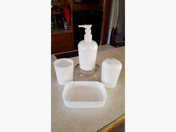 NEW 4 piece bathroom vanity set