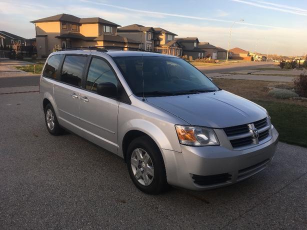 2009 Dodge Grand Caravan SE (remote start and winter tires)