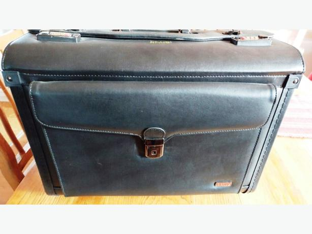 e2bf46fd9 Gorgeous Champs Canada Black Rolling Briefcase Esquimalt   View ...
