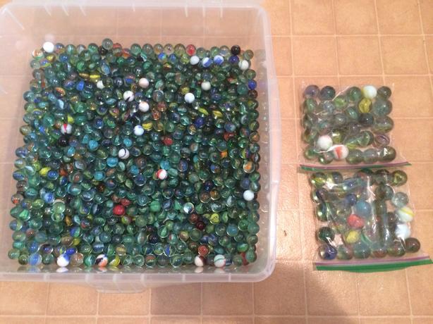 Large amount of vintage marbles