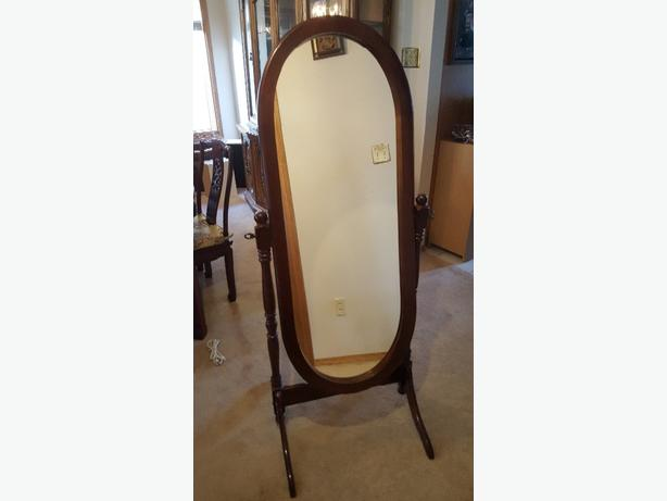 Oval Wood Mirror, Excellent condition