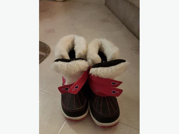 Girl Size 9 winter boot