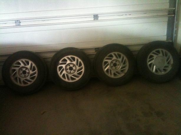 4 Blizzak 215 R70 15 winter tires on rims