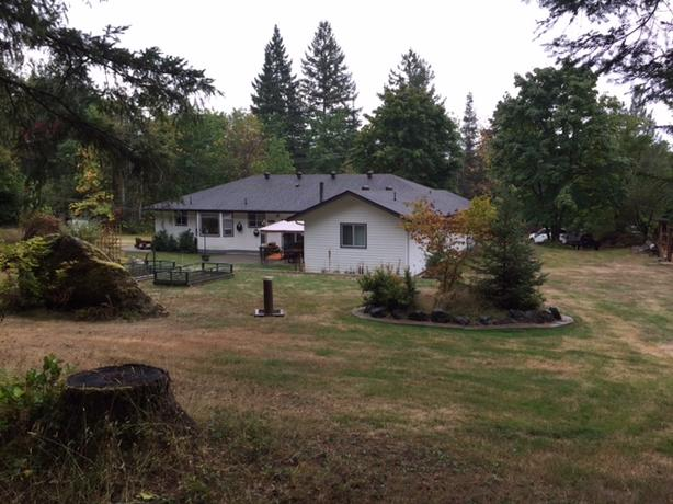 Large house on 5 Acres in Central Lake area