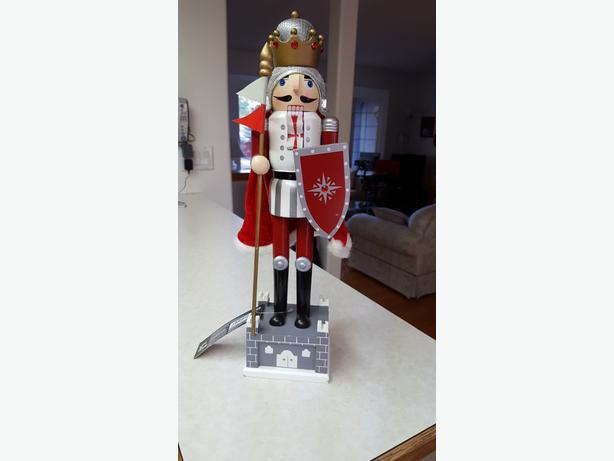 New King Christmas Nutcracker