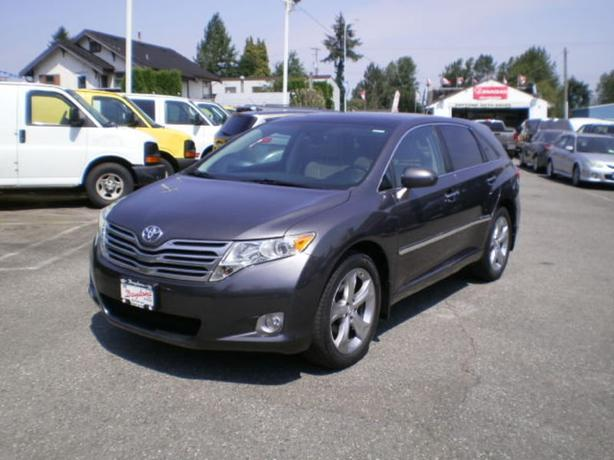 2009 Toyota Venza AWD Premium, leather, panoramic roof,
