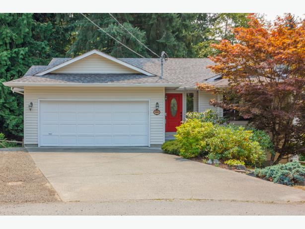 2862 Lonsdale Pl- NEW PRICE! Lovely home in desirable Shawnigan Beach Estates!