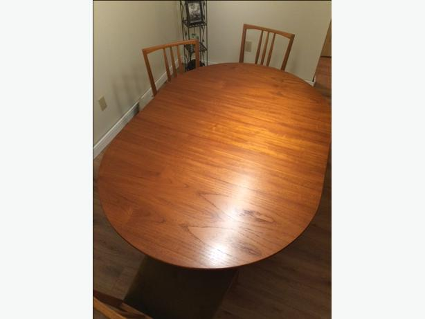 Mid-Century Modern - Solid Teak Table & 6 Teak Chairs