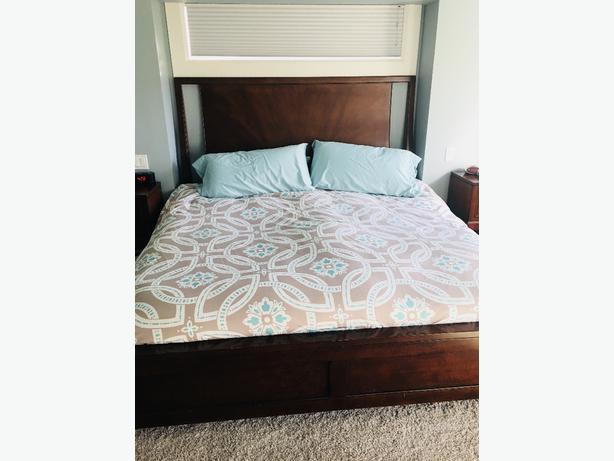 King size bed and bedroom set