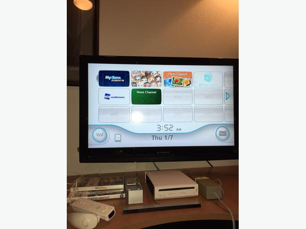 Nintendo wii with cords, wiimote, nunchuck and 2 games