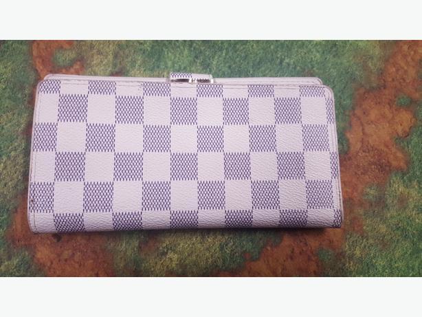 Louis button wallet