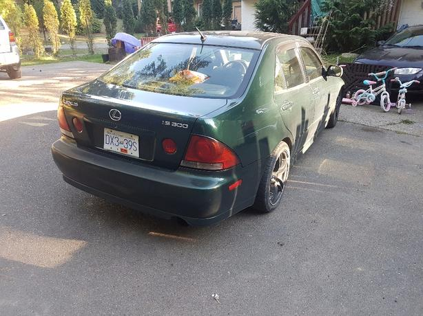 FOR TRADE: 2001 Lexus is 300