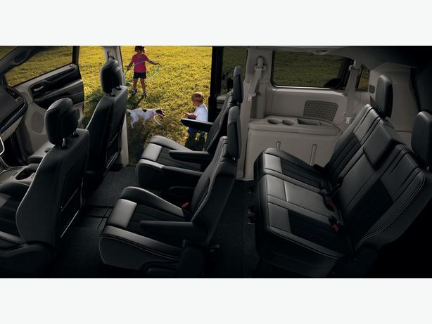 2015 Dodge Grand Caravan SXT w/low KM's