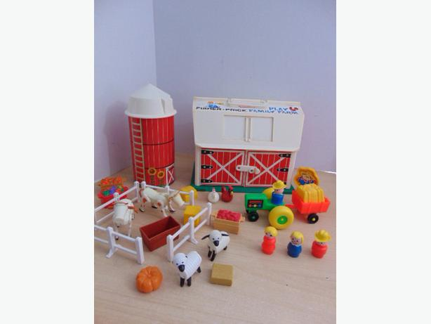 Fisher Price Vintage Little People Play Family Farm Complete