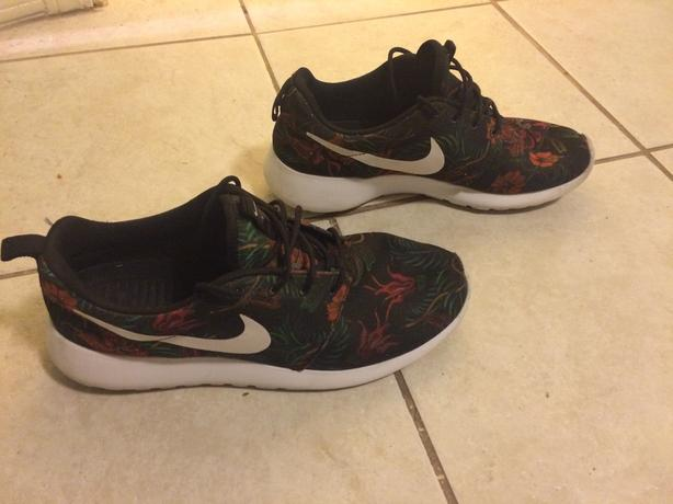 Special Edition Nike Roshe - Size 10
