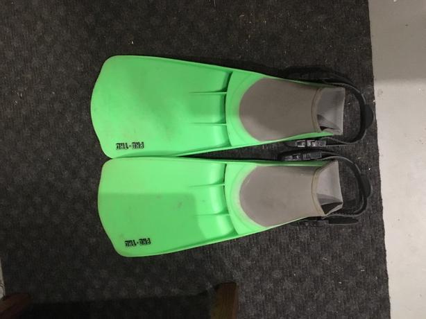 Flippers for float tube