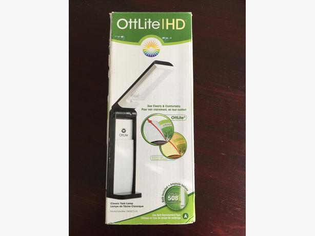 OttLite HD (model R813CT-CA) Classic Task Lamp