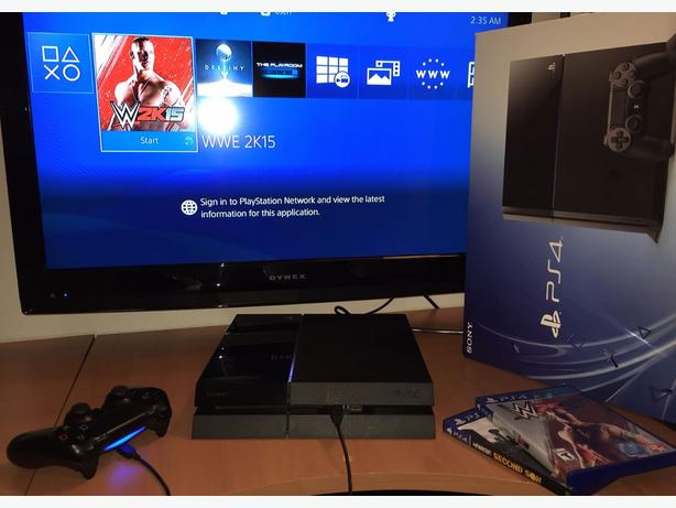 Good condition Playstation 4 with 2 games and box