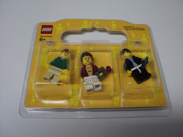 Unopened Pack of 3 Lego Minifigures. 2009. (ON HOLD)